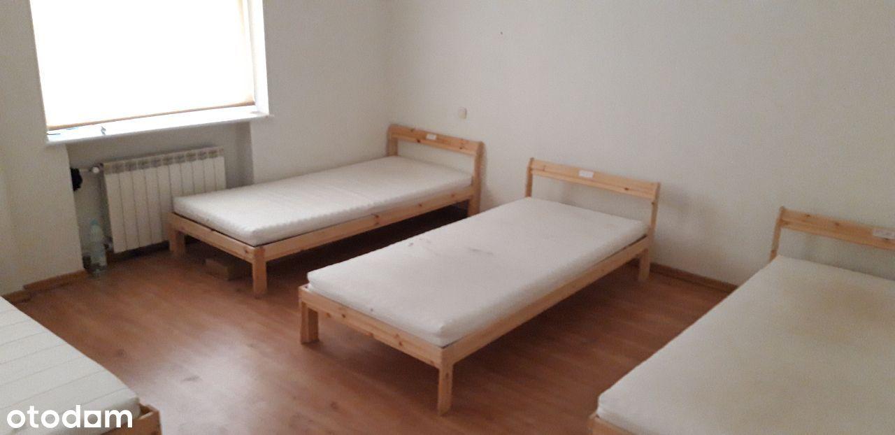 Dom | Kwatery | 25 łóżek | LUBOŃ | A2 Komorniki
