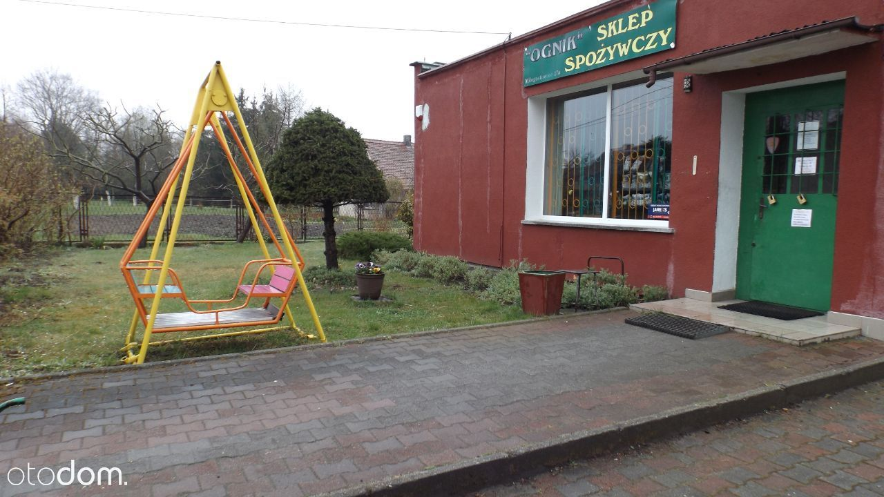 Sklep spożywczy wolnostojący na dzialce ogrodzony