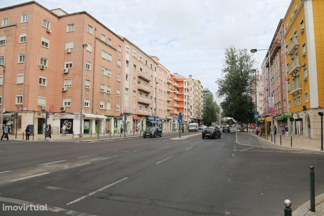 Loja Lisboa Zona Nobre na Avenida de Roma muito Central e Visibilidade