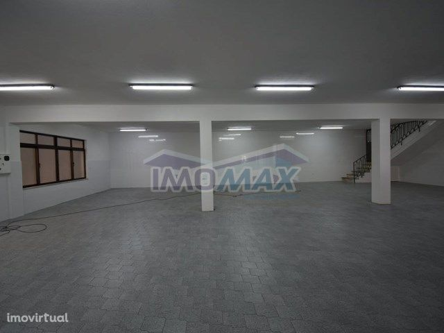 Loja Comercial -Baltar, Paredes