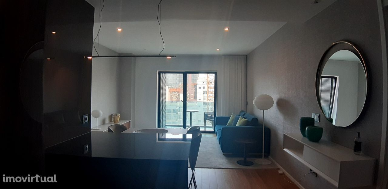 Apartamento T2 com 2 lugares de garagem - Campo Pequeno