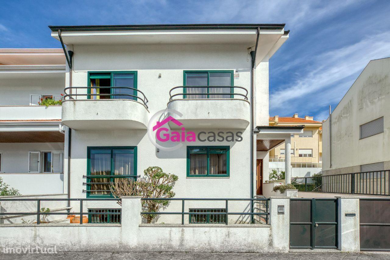 Moradia T4 junto Gaia Shopping c/ varandas, terraço, anexos e garagem