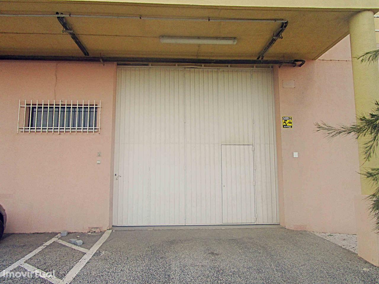 Arrendar Armazém S. D. Rana | 839 m² | A5