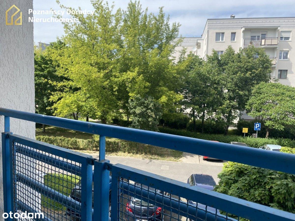 Przestronna kawalerka z balkonem i garderobą