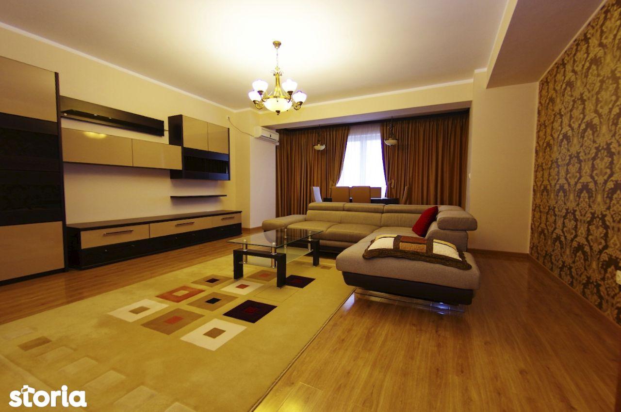Apartament de 3 camere cu loc de parcare in B-dul Cosbuc