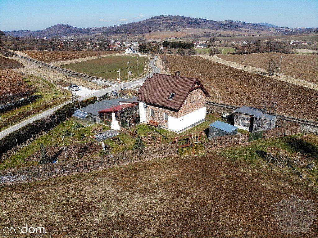Nieduży ceglany dom w Ołdrzychowicach