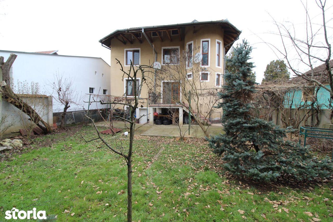 Vând casă în Hunedoara construcție 2000 D+P+E+M suprafață curte 500 mp