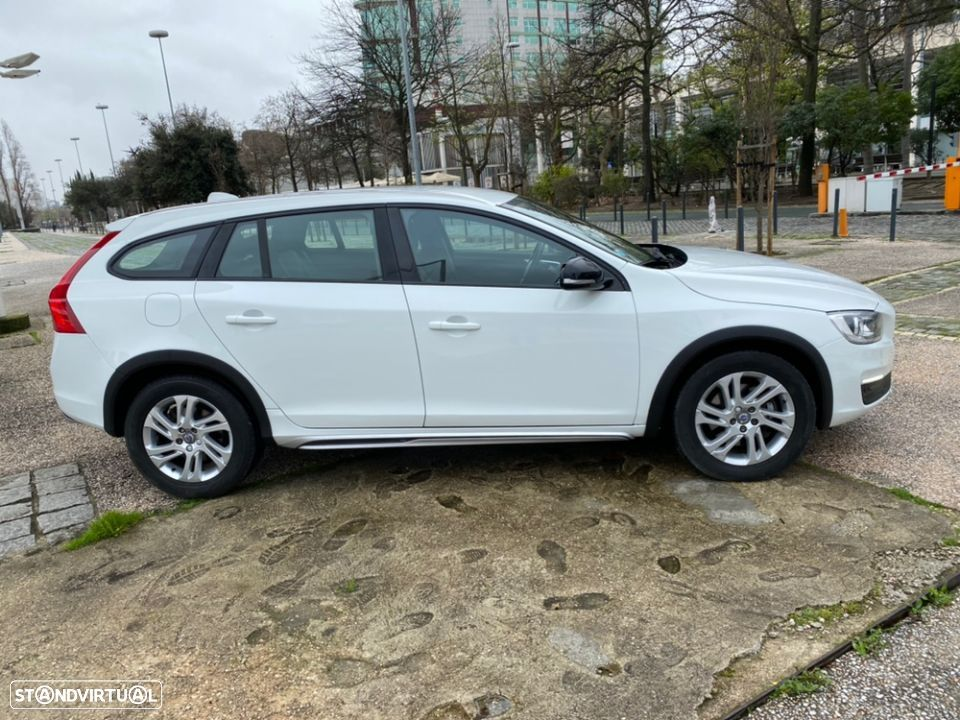 Volvo V60 Cross Country 2.0 D3 Geatronic - 4