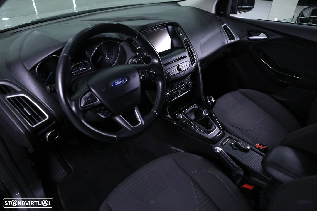 Ford Focus SW - 33