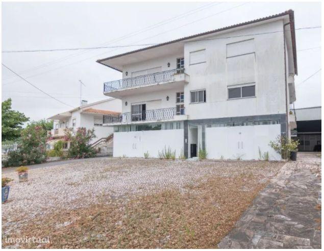 Apartamento T5 em Vilar dos Prazeres - Ourém - Portugal.