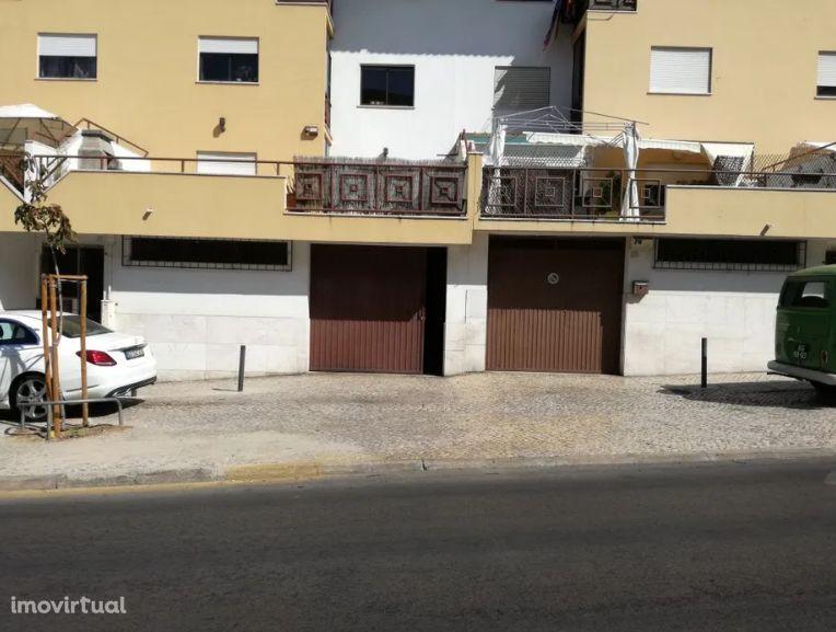 Garagem/Armazém c/ 130 m2, perto do Pavillhão do Feijó para venda