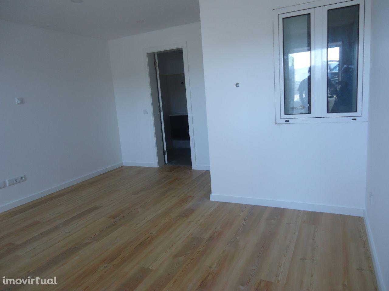 Moradia transformada transformada em 3 apartamentos