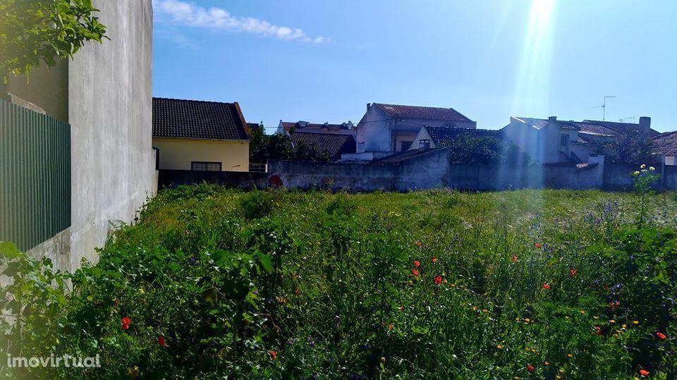 Terreno urbano com área de construção de 180m2 Montijo