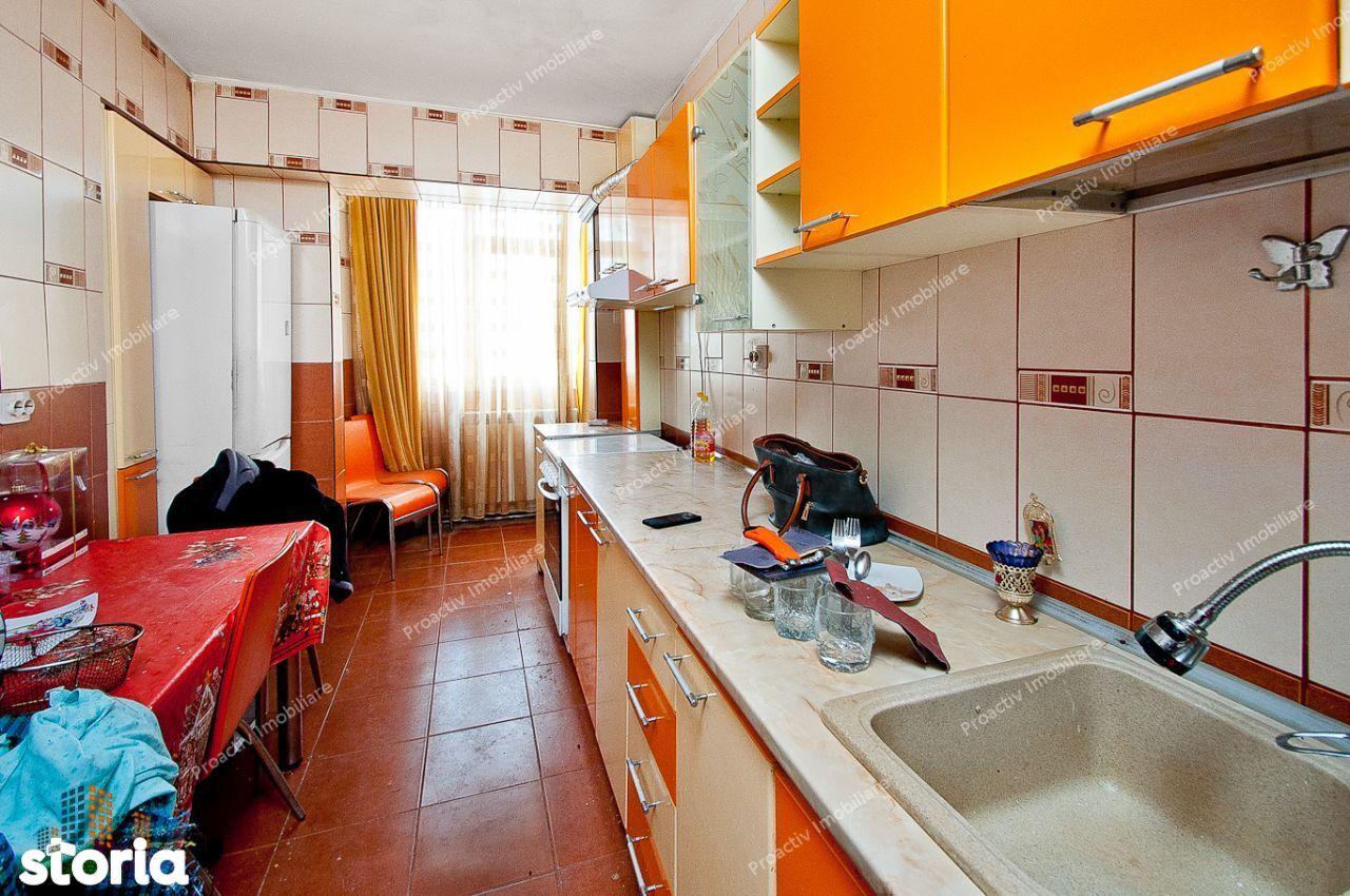 Apartament cu 2 camere, Zona Siderurgistilor, etajul 1, cu 2 balcoane