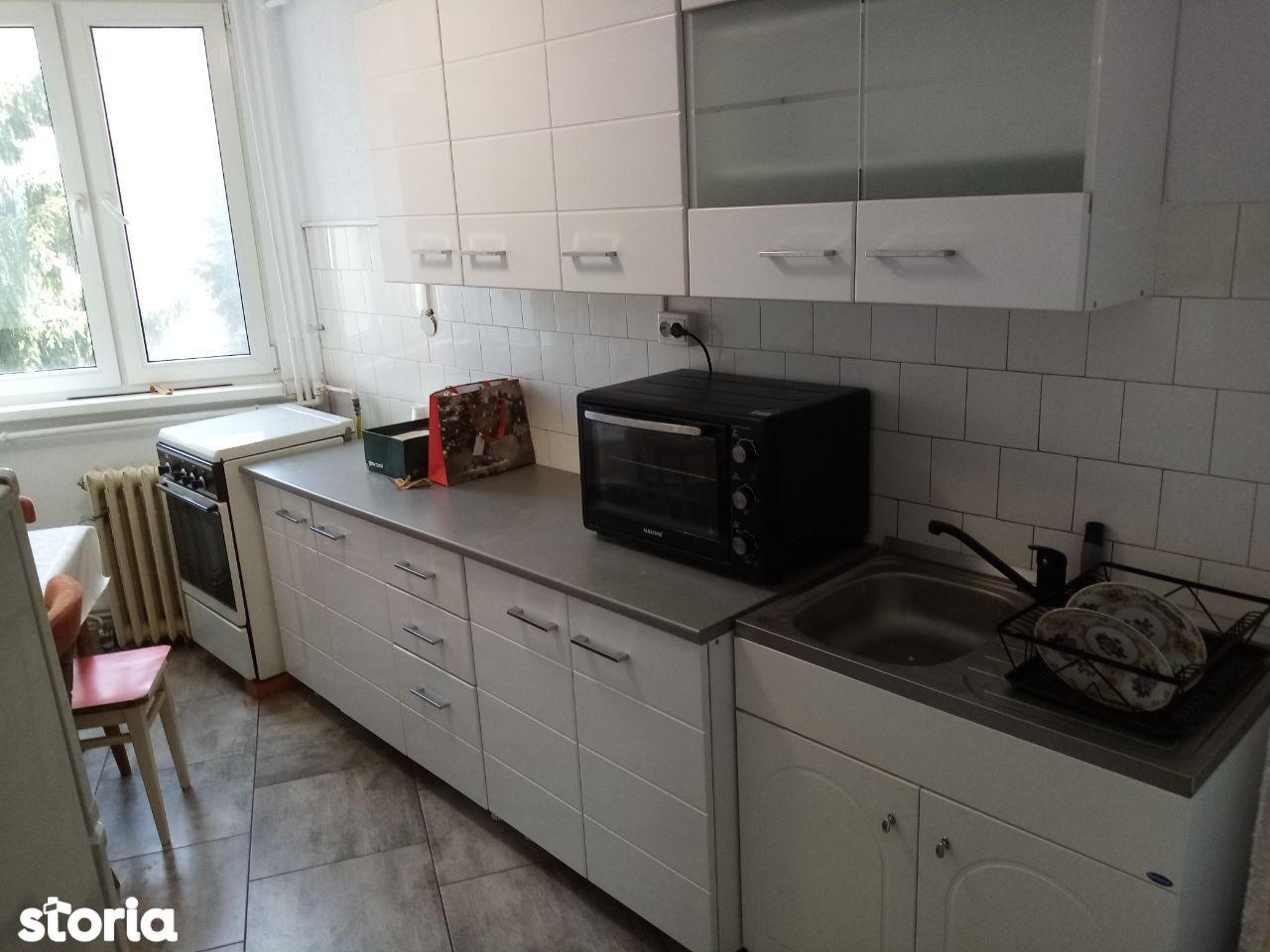 Apartament 4 camere,80 mp,2 băi,2 balcoane,Deva-Liliacului