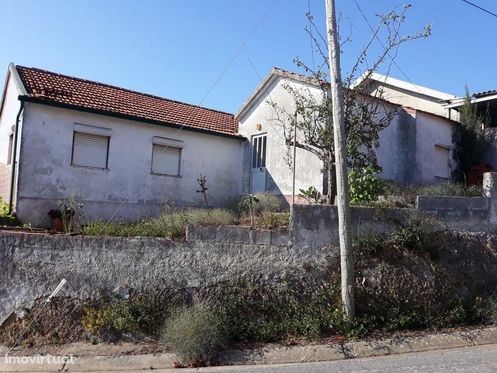 Casa Térrea para Restaurar com Terreno (V30PL)