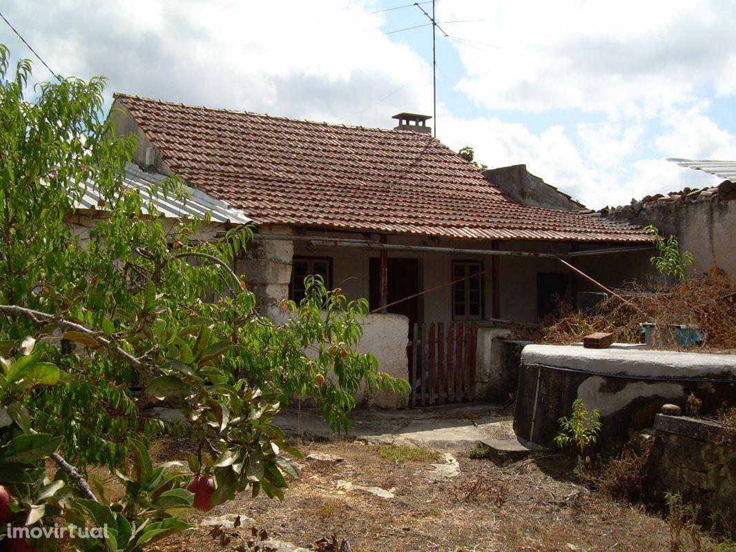 Casa em pedra para renovar mais Ruina para reconstruir a cerca de 5km