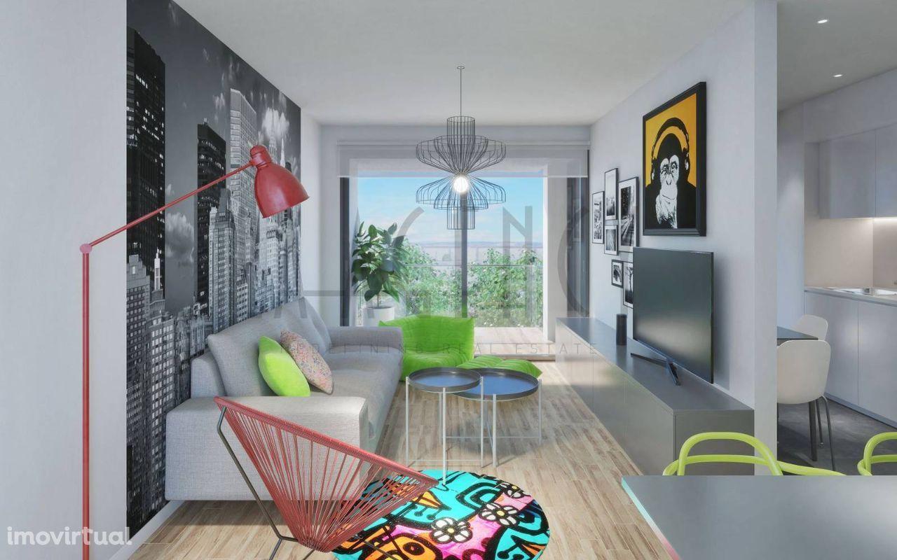 Apartamento T2 com duas varandas e lugar de garagem no Porto.
