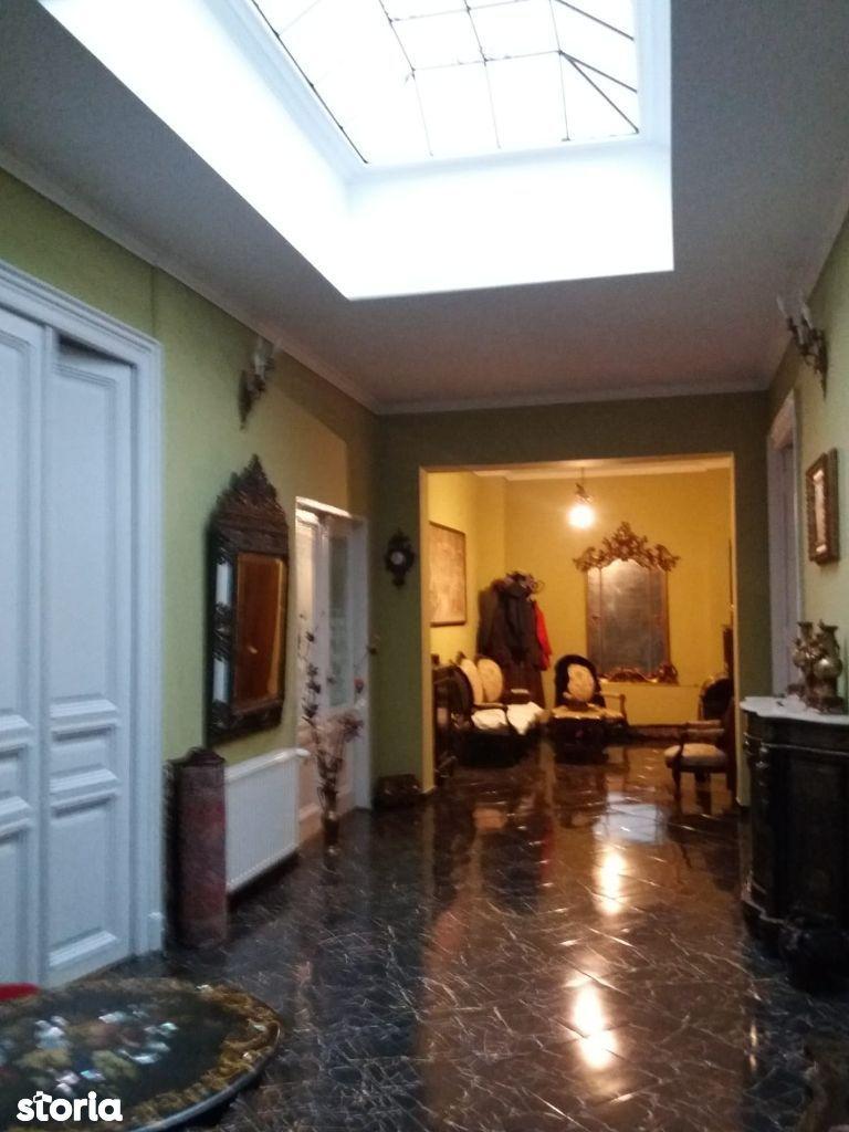 Universitate, vanzare apartament 4 camere in vila