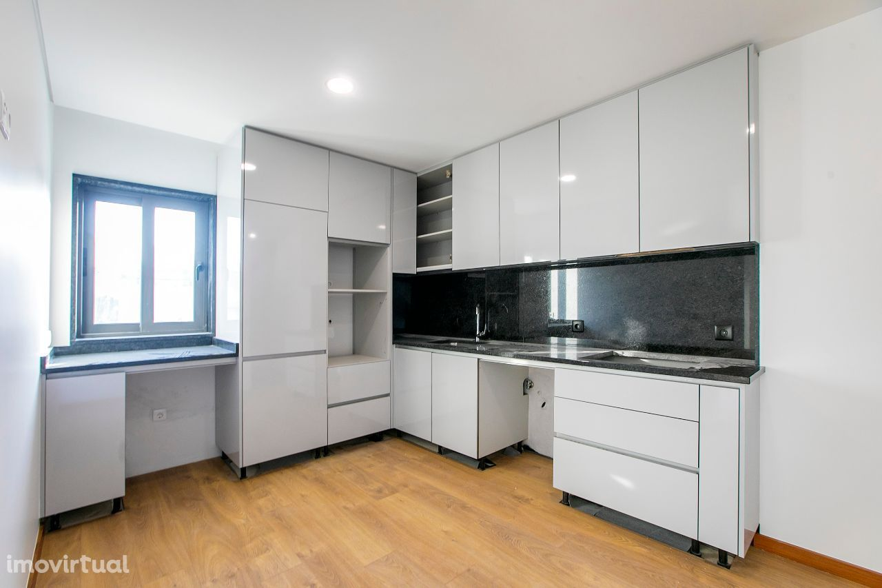 Apartamento T1+1 Novo | Varanda | 100m Av. Republica