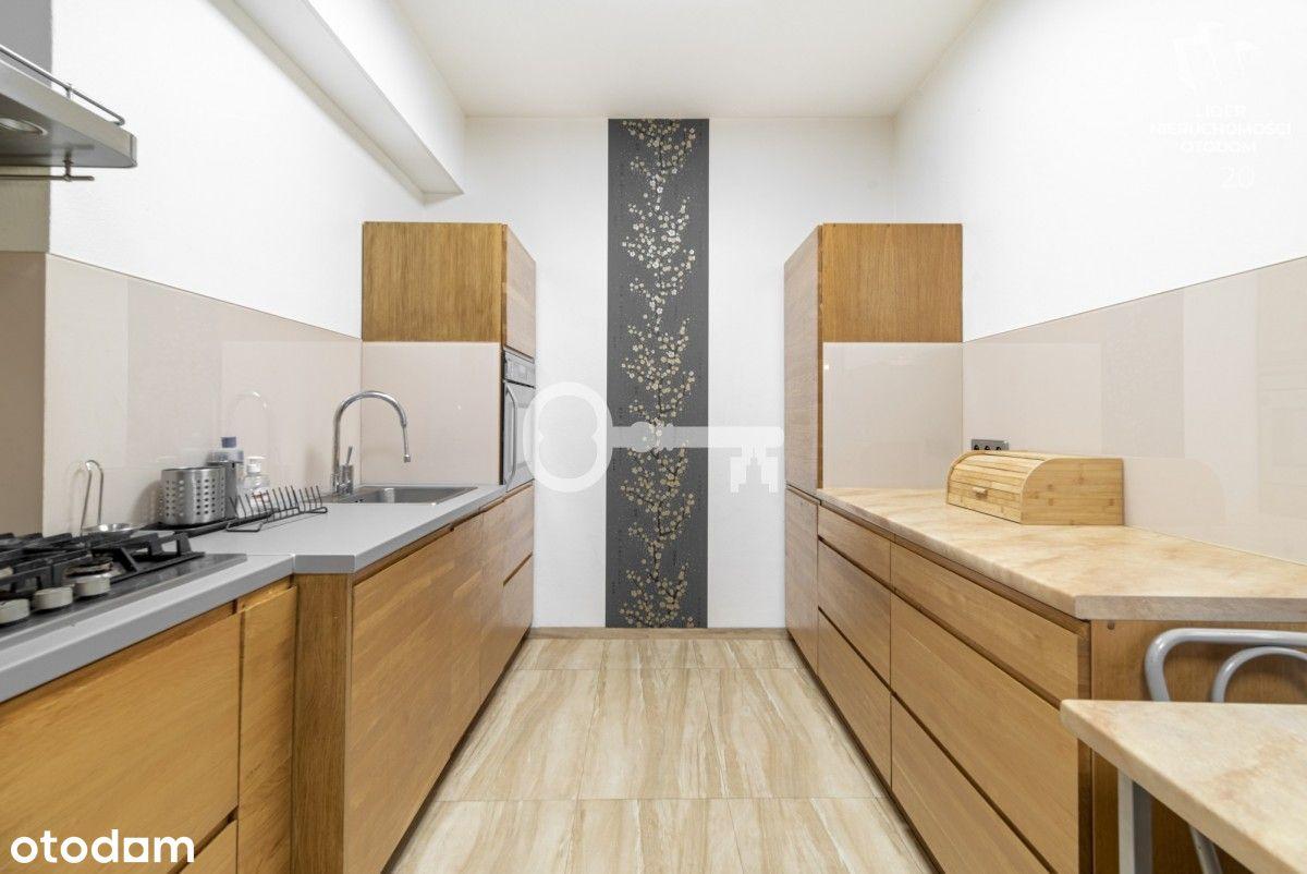 350 m2   Dom wolnostojący tuż przy stacji Metra