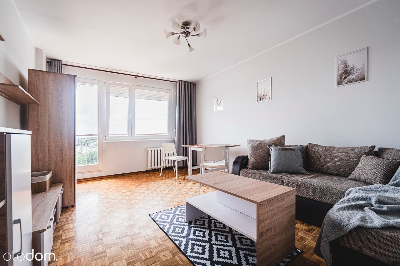 Pokój duży z balkonem; osobna kuchnia, 2 łazienki
