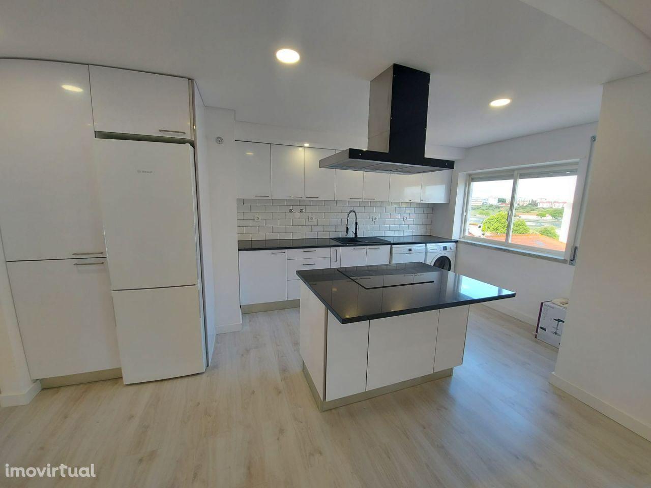 Apartamento 3 assoalhadas c/ elevador e suite - AMORA