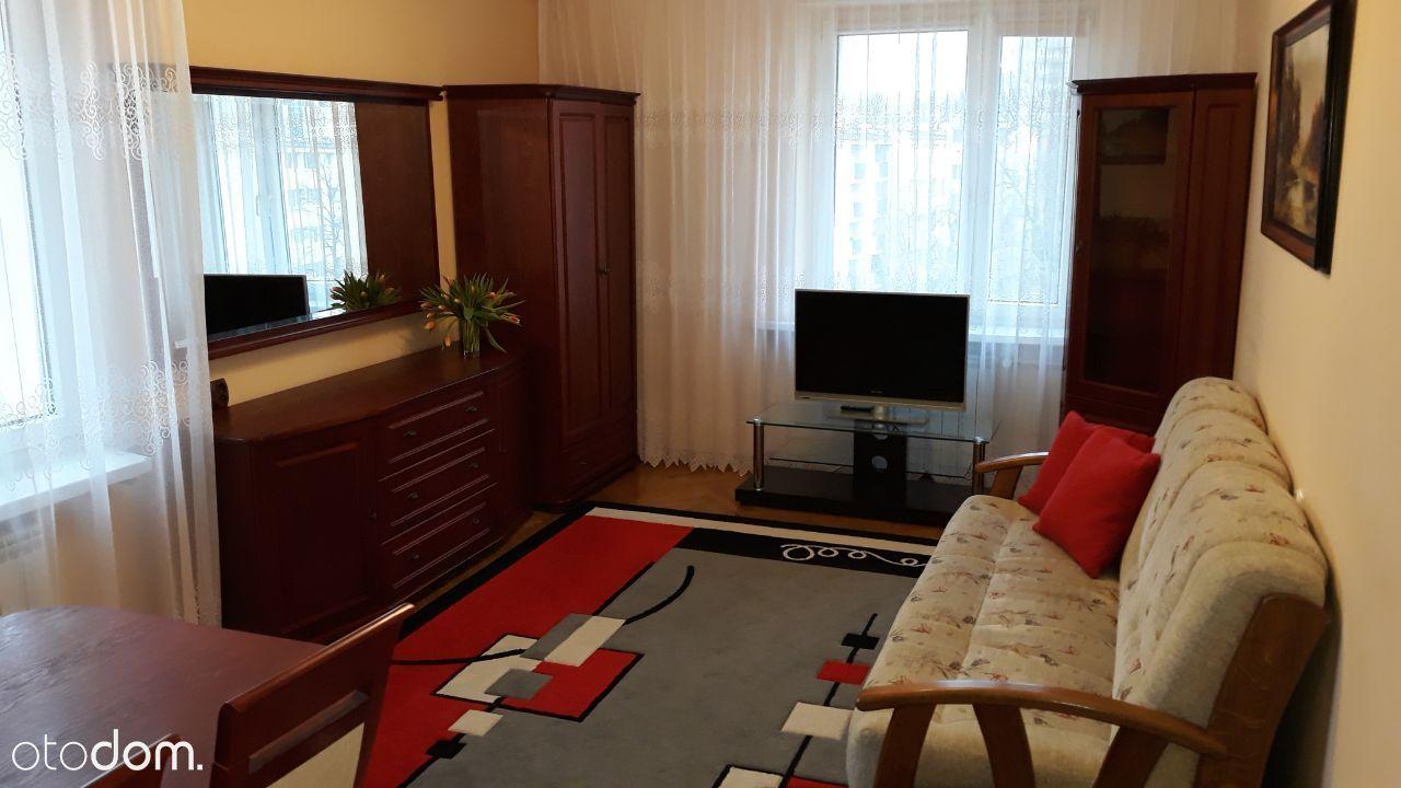 2 oddzielne pokoje +kuchnia 300 m od 3 linii metra
