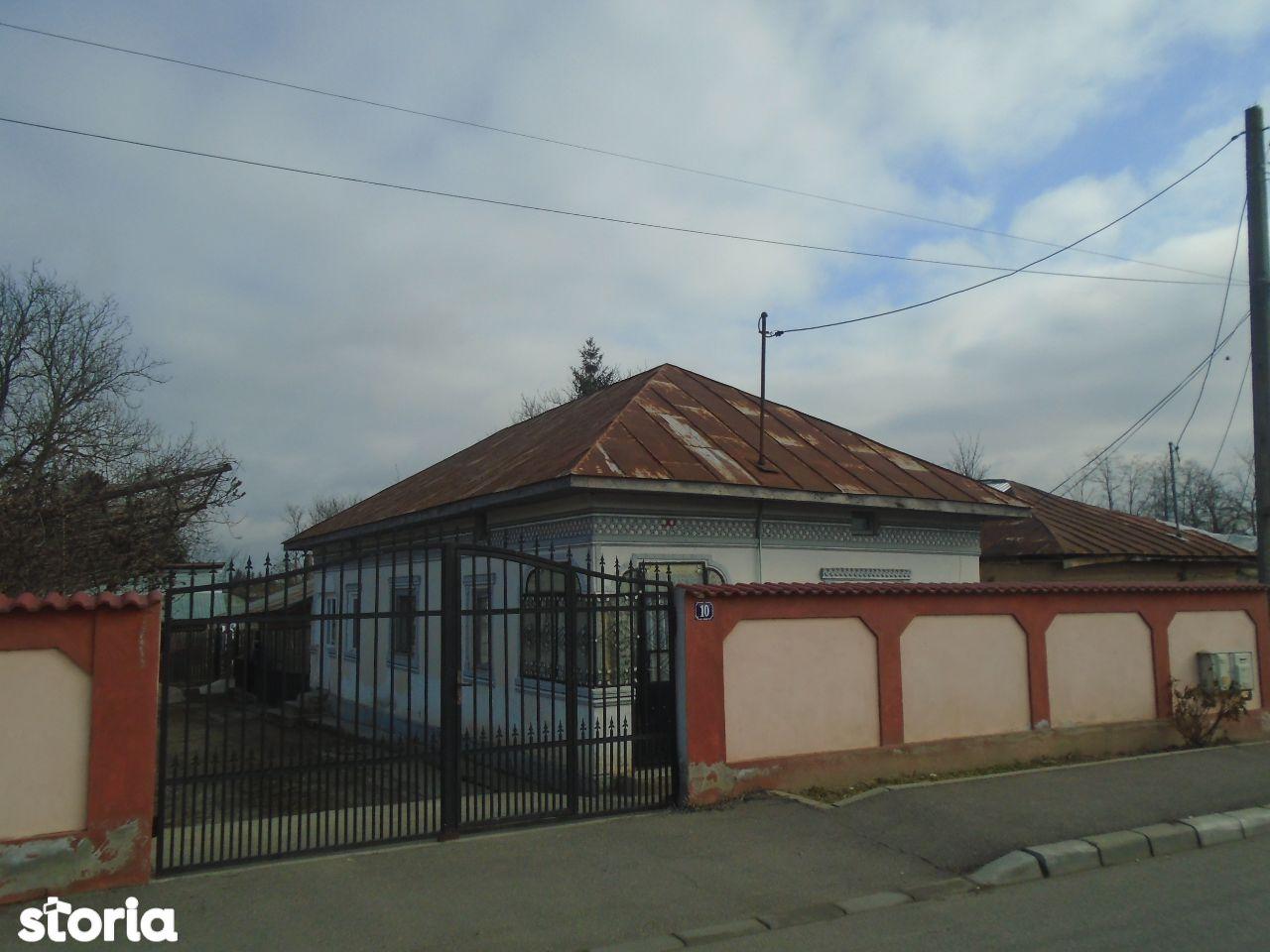R01853 Casa cu teren Gaesti