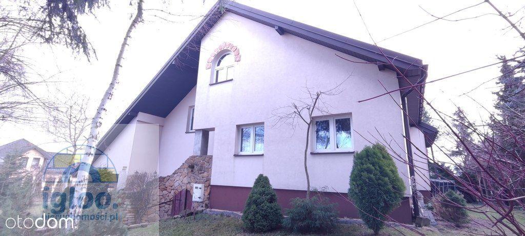 Dom pod Kielcami w spokojnej okolicy