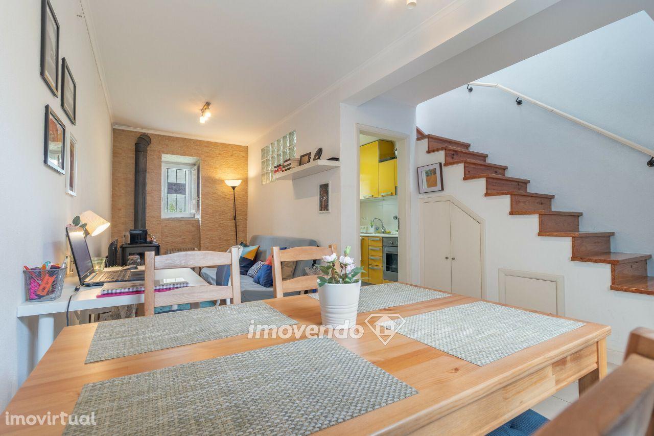 Apartamento T1 Duplex, remodelado e com cozinha equipada, na Ajuda