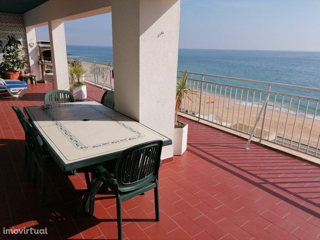 Apartamento T3 em Quarteira frente ao mar. Vistas impressionantes