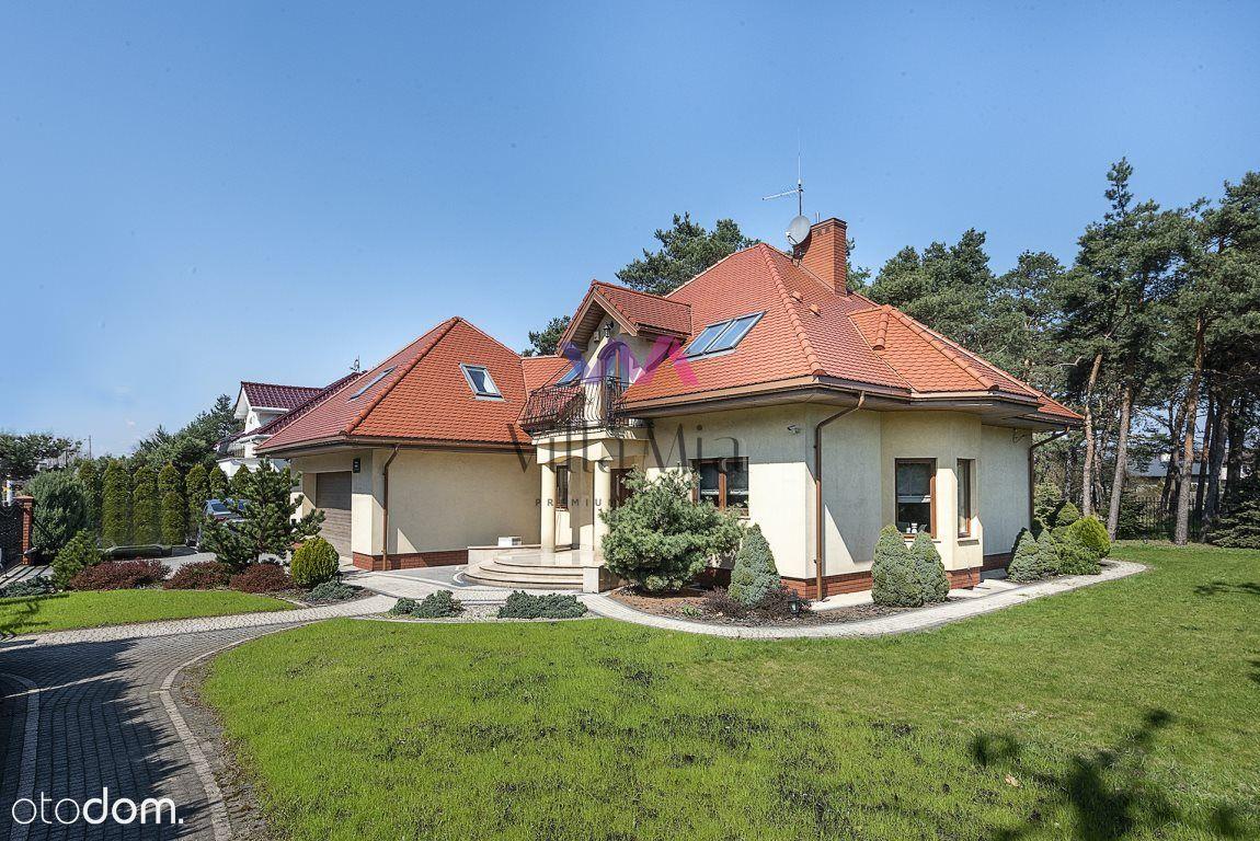 Wolnostojący dom z pięknym ogrodem w Karczewie
