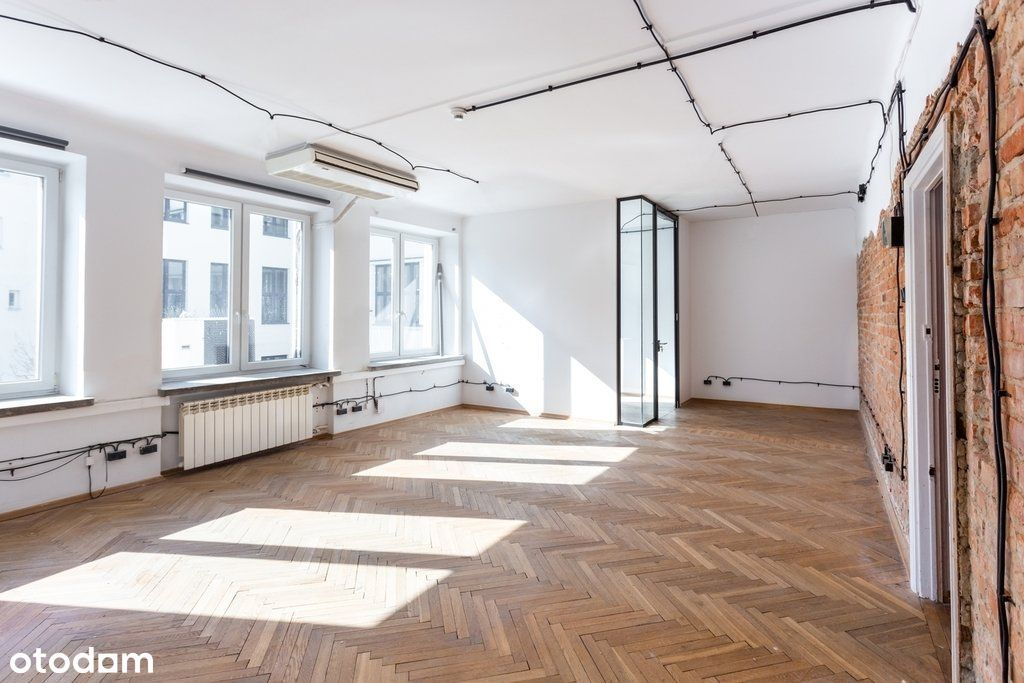Loftowe biuro z małym gabinetem na Powiślu
