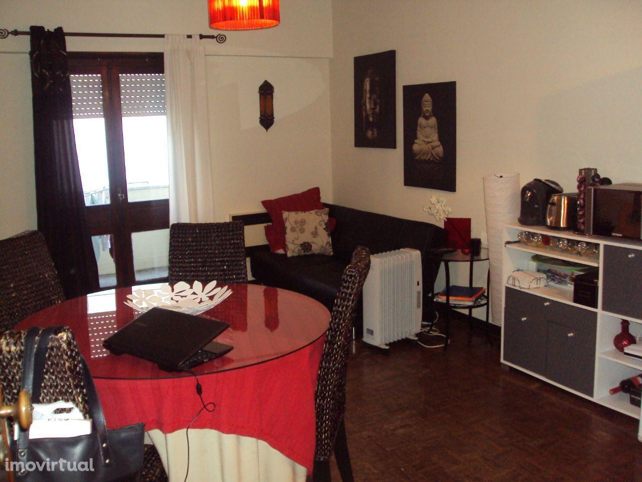 Apartamento T1 em Oeiras junto ao Centro Comercial das Palmeiras