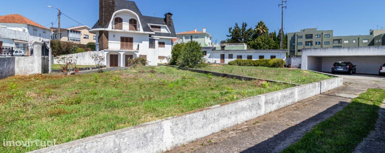 Moradia T5 independente com m2 terreno