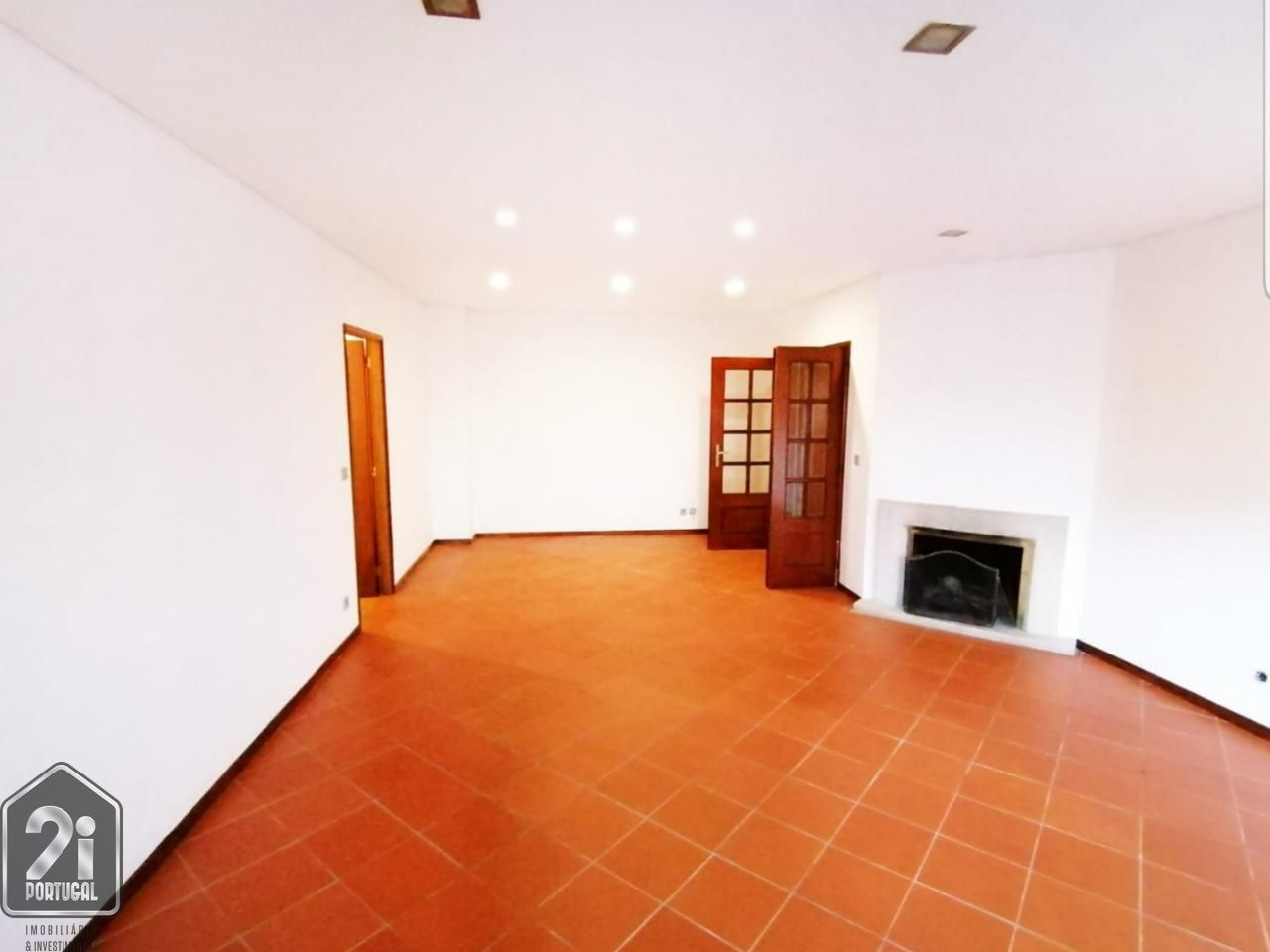 Apartamento T3 com garagem em Ferreiros