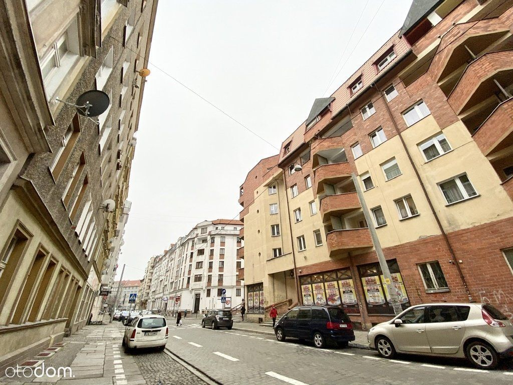 Plac Grunwaldzki, 4 pokoje, 1 piętro z windą