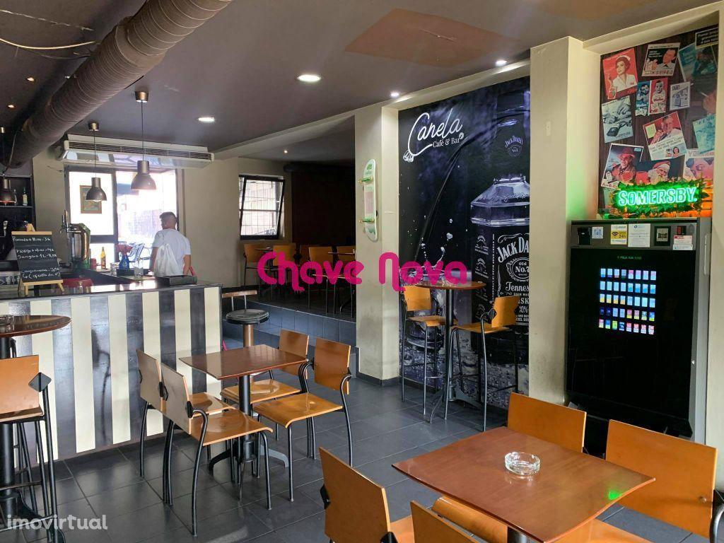 Café com 150m2 no Castelo da Maia ao ISMAI