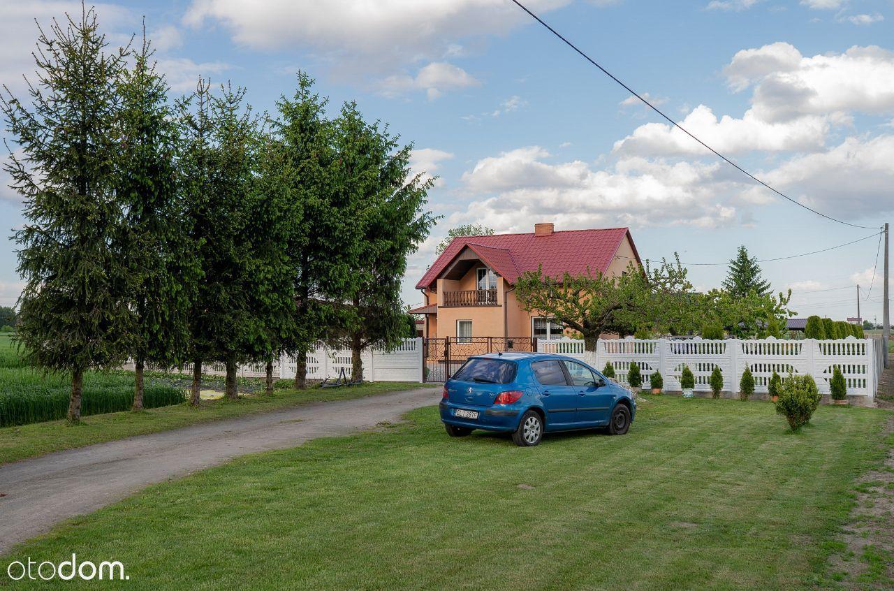 Dom z budynkiem gospodarczym