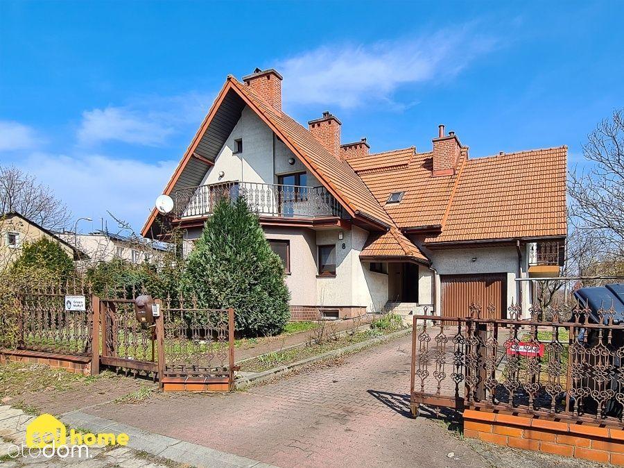 Dom Wolostojący z 3 Balkonami, Tarasem I Ogrodem.