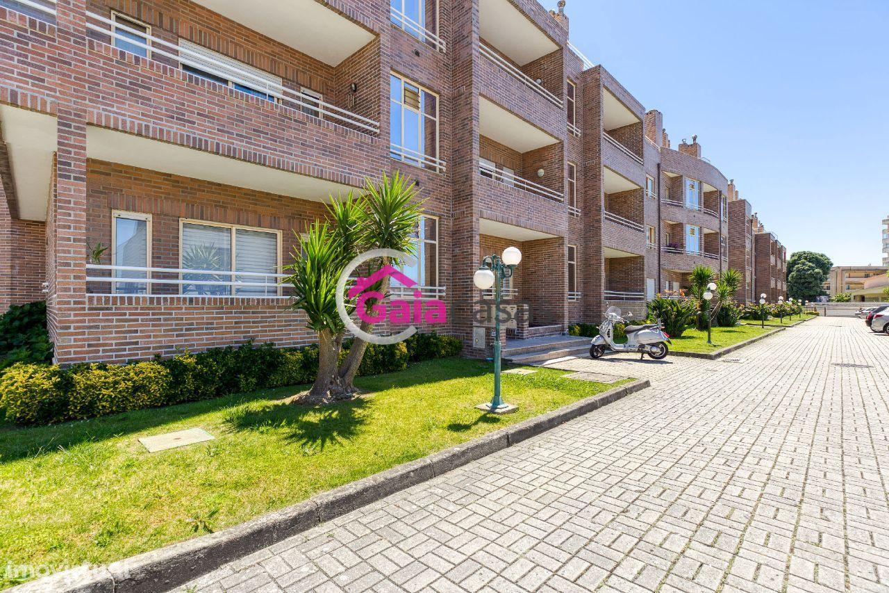Apartamento T3 Duplex com terraço e garagem em Miramar