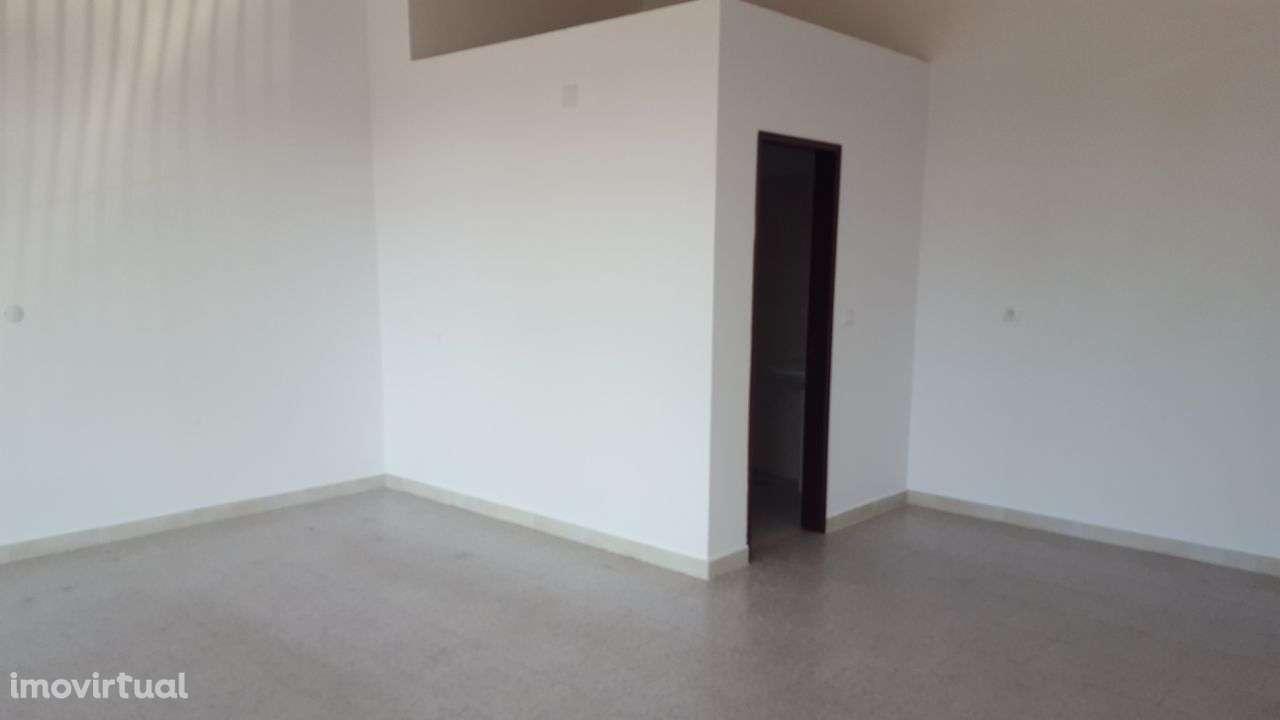 Loja para arrendar, Rua Vasco Santana - Bairro São Carlos, Algueirão-Mem Martins - Foto 2