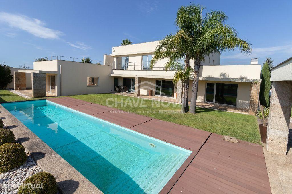 Moradia de luxo T5, com grande jardim e piscina - Avintes (Gaia)