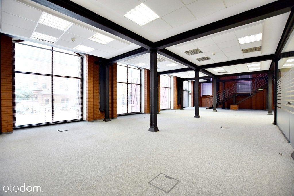 Biuro w industrialnym stylu na Księżym Młynie