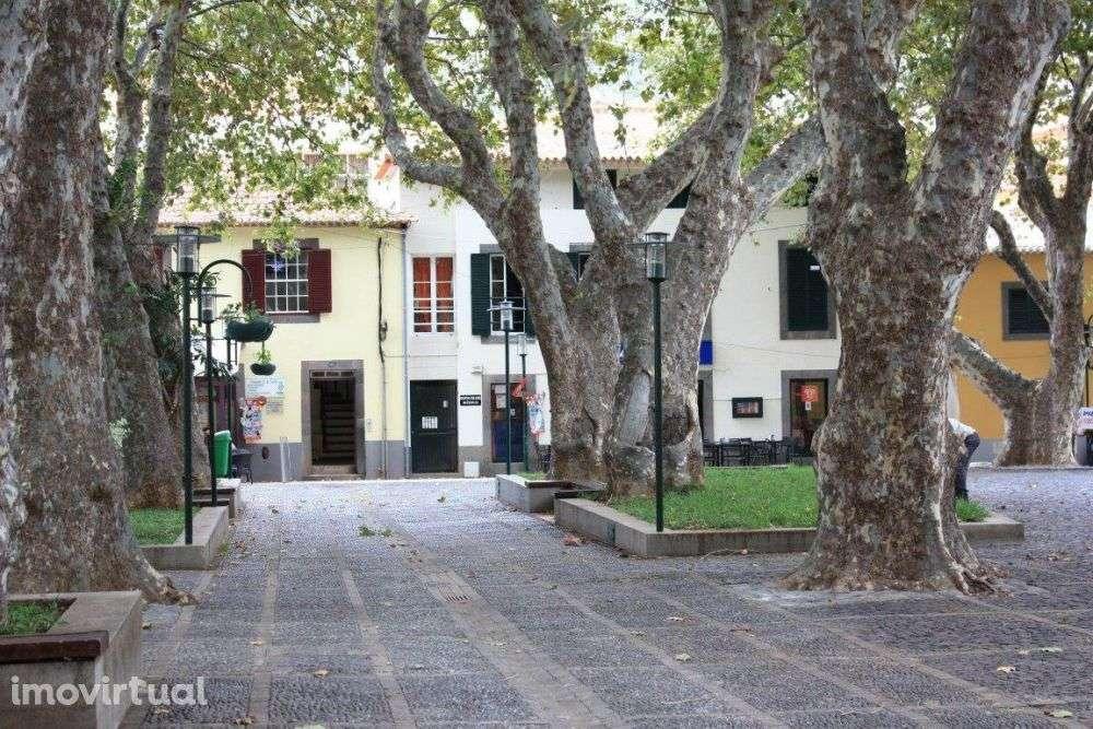 Este apartamento para comprar está a ser divulgado por uma das mais dinâmicas agência imobiliária a operar em Algés, Linda-a-Velha e Cruz Quebrada-Dafundo, Lisboa