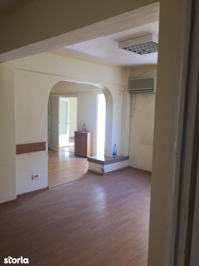 Universitate - KFC, vanzare apartament 5 camere