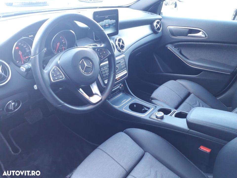 Mercedes-Benz GLA 200 - 7