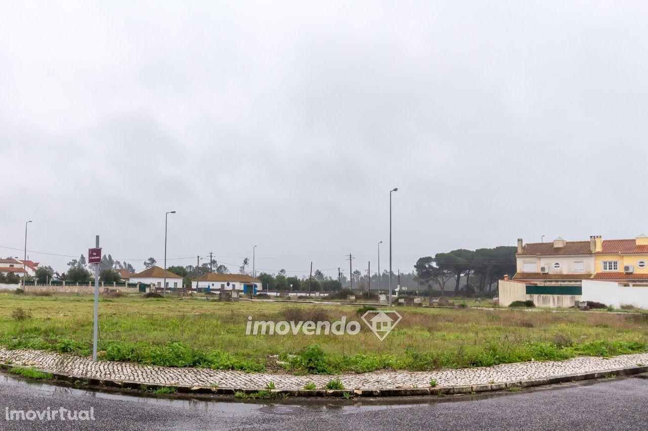 Terreno urbano com 416m2 para moradia em banda na Azambuja