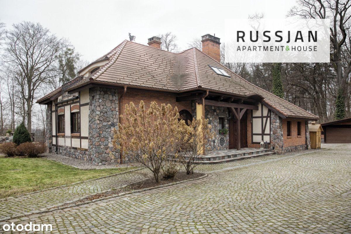 Otulony lasem dom w Elblągu